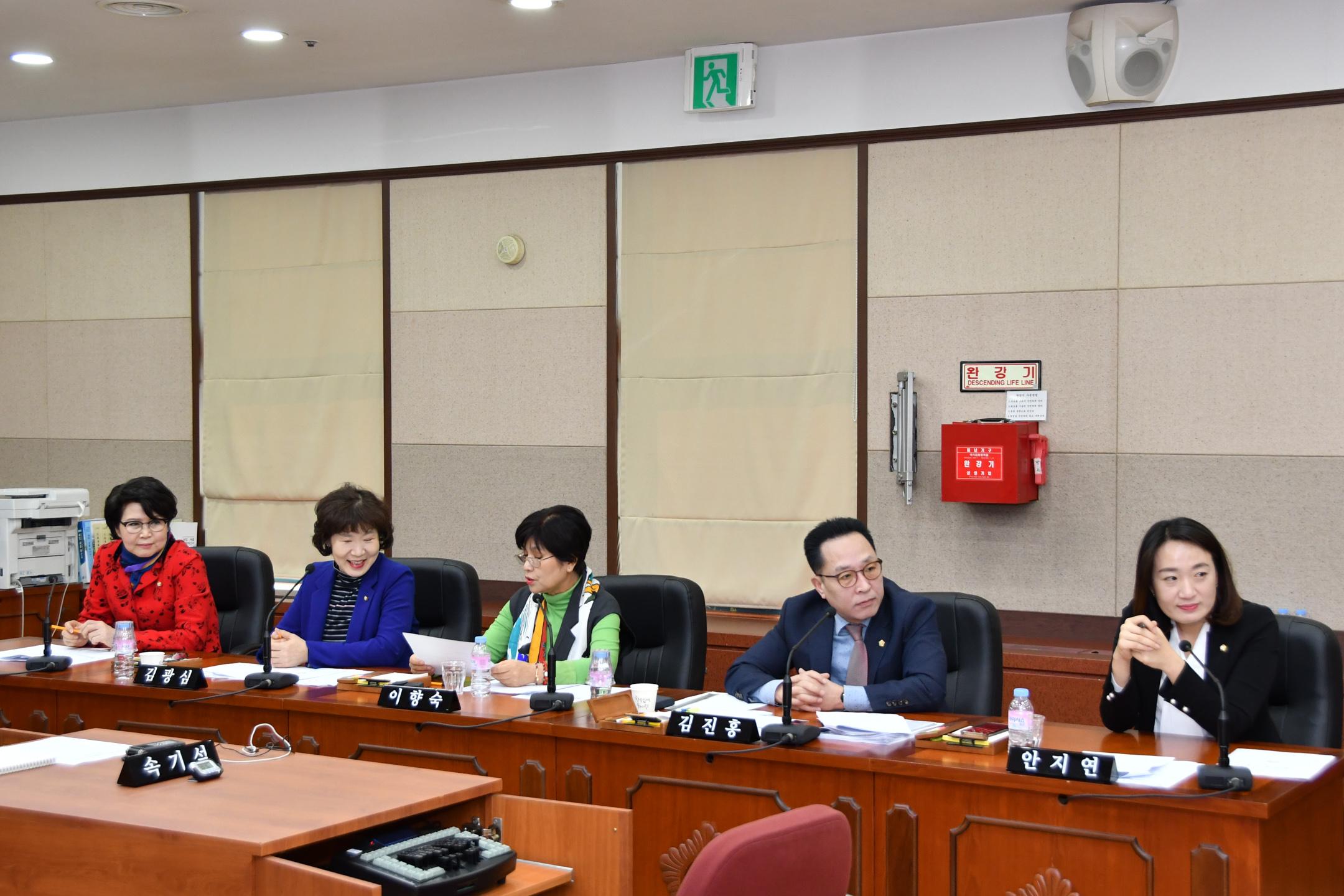 제275회 임시회 복지도시위원회 GNC_3279.jpg
