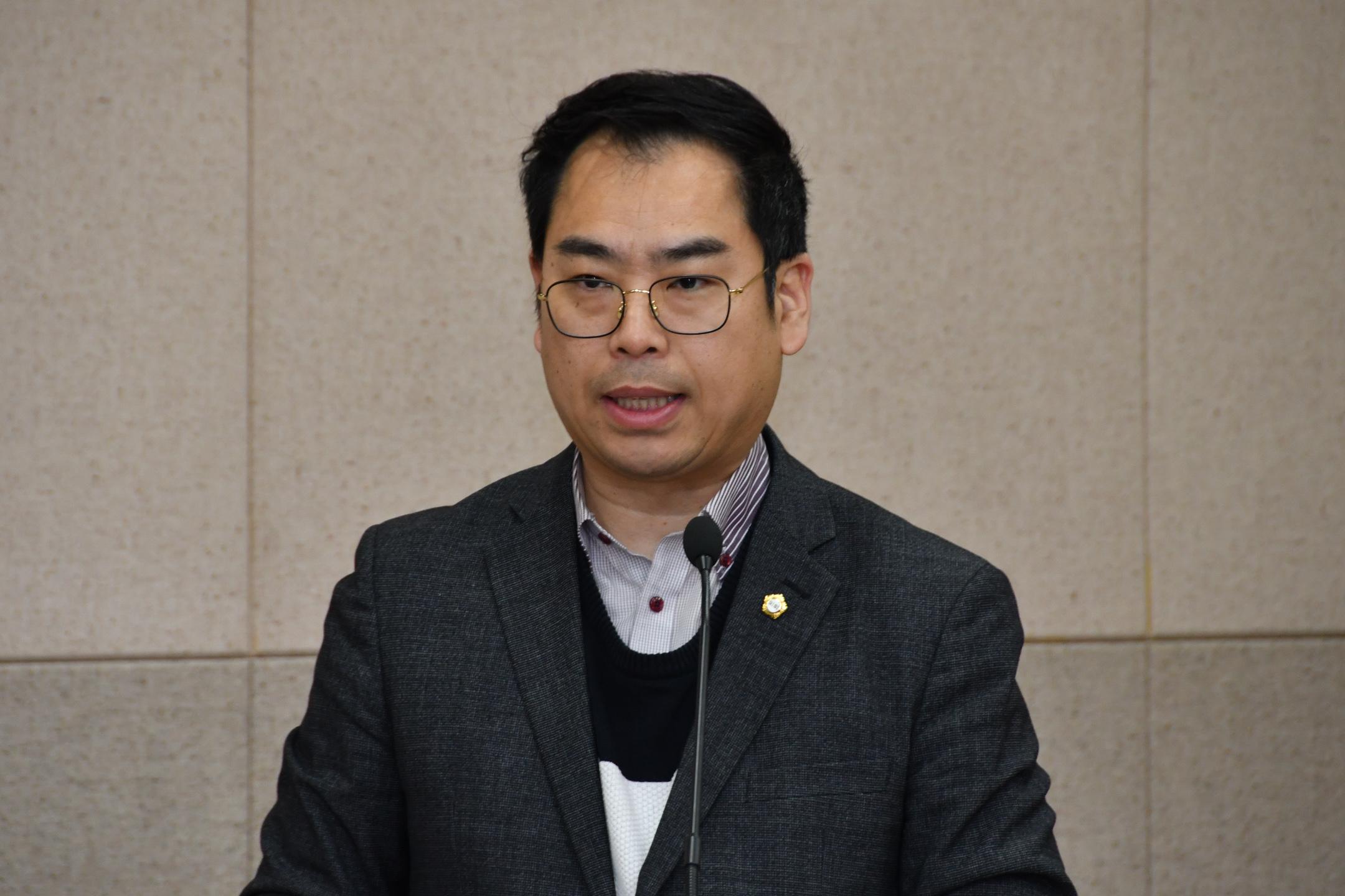 제275회 임시회 복지도시위원회 GNC_3247.jpg