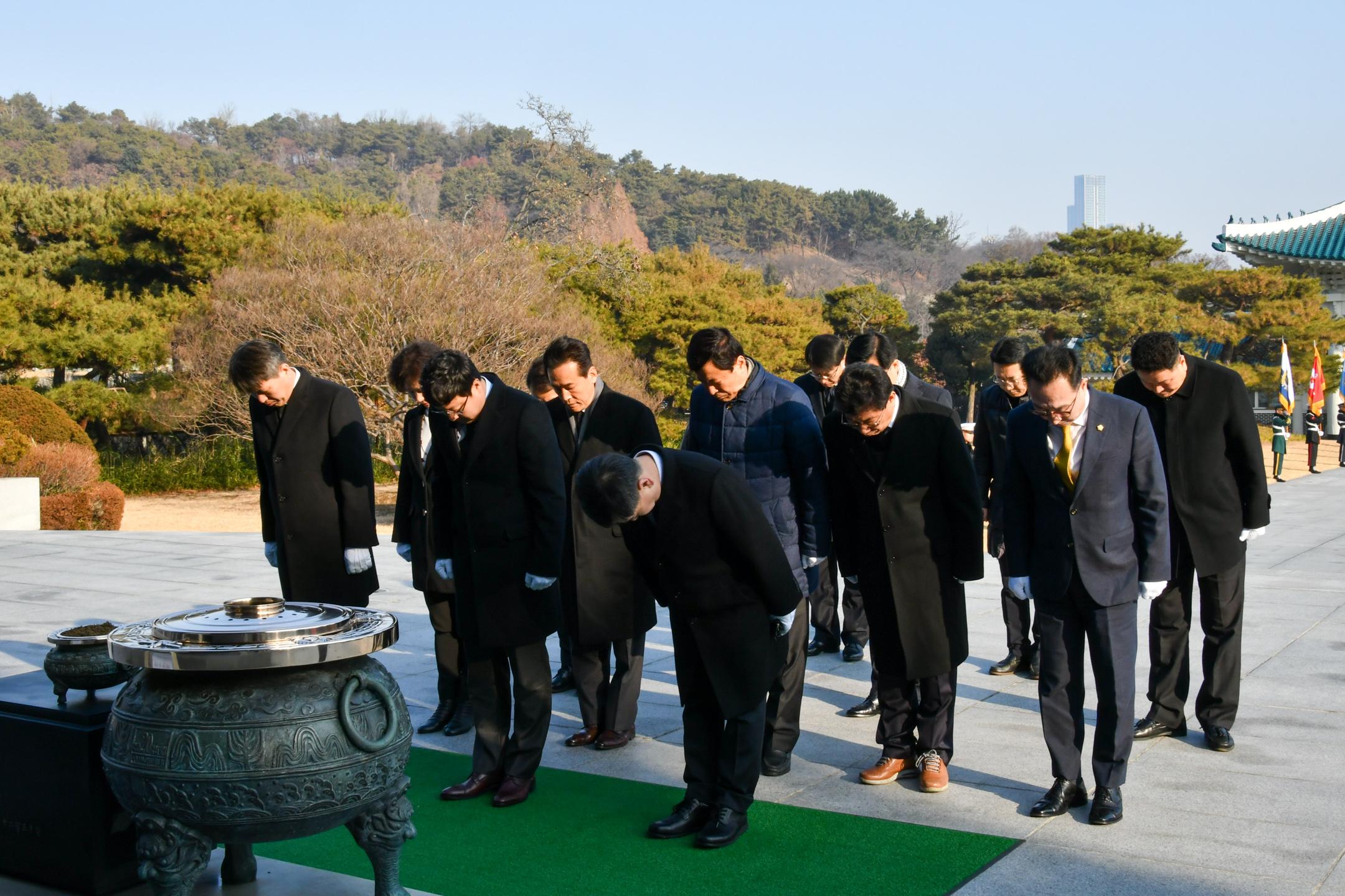 2020 경자년 현충원 참배 2020 경자년 현충원 참배(5).jpg